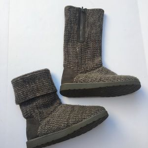 SO Women's grey sweater boots size 8
